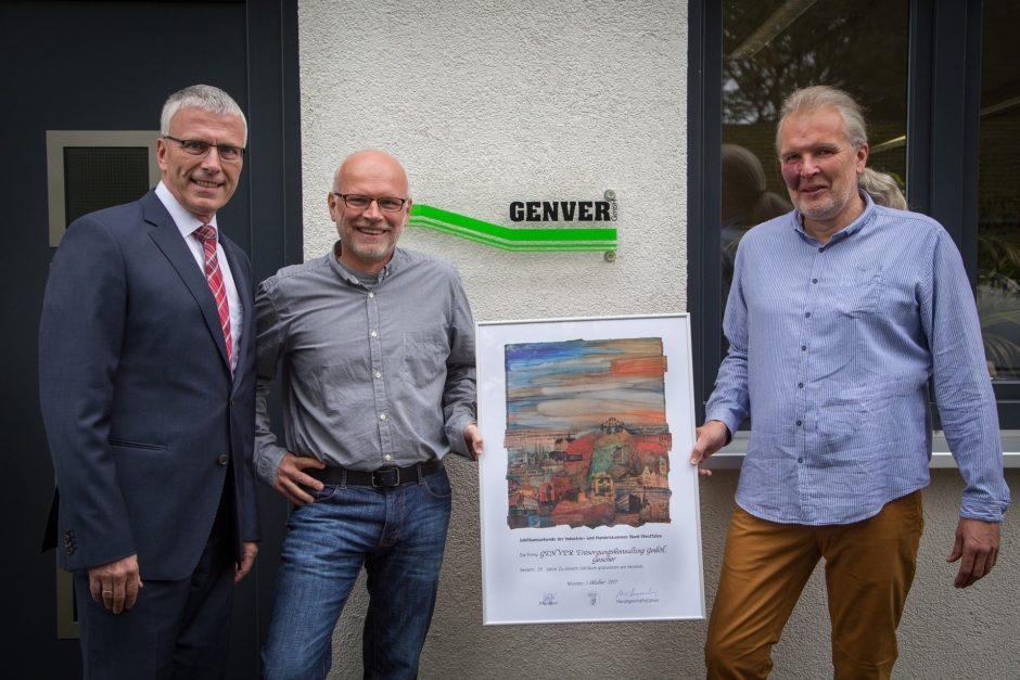 25 Jahre GENVER® - links nach rechts: IHK Nordwestfalen Herr Reinhard Schulten und die Geschäftsführer und Inhaber Ulrich Gescher und Udo Bennink